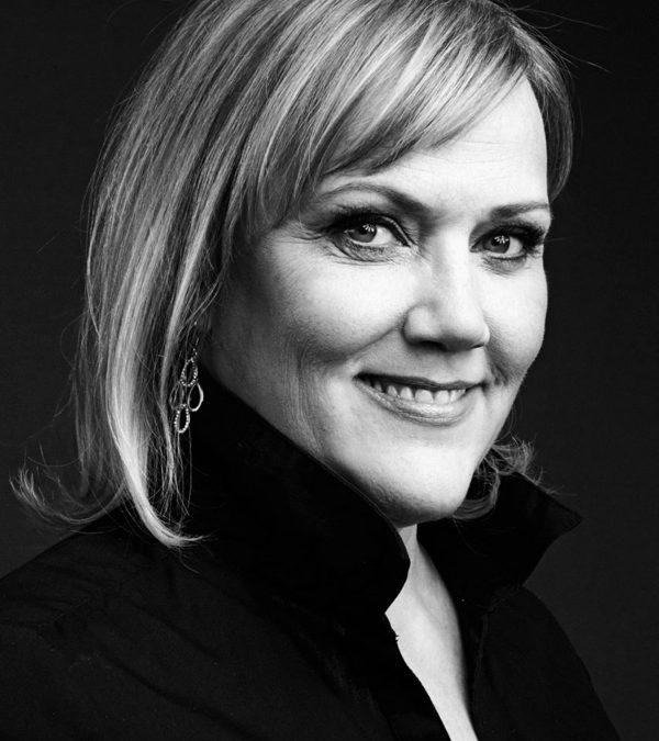 Guðrún Gunnarsdóttir skemmtir á Sólarkaffi 2019